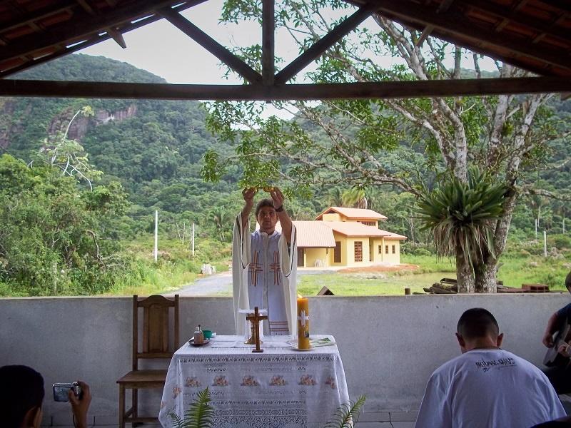 brazil-missionary-celebrating-mass